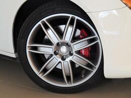 Quattroporteはスポーティーな走行と長時間のドライビングにも対応するラグジュアリーな性能を兼ね備えております。フェラーリ製3リッターV6ツインターボエンジンを是非、ご体感下さい。