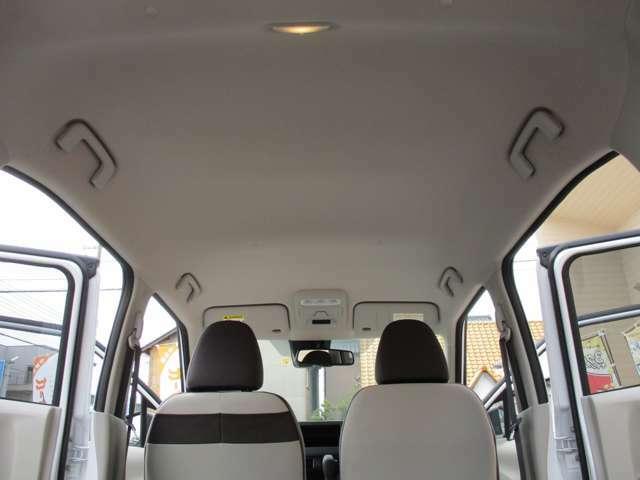 もちろん禁煙車ですので、天井もキレイです。ニオイもありませんし、内装クリーニング済みですので、ご安心してお乗りいただけます。ぜひ、キレイな1台を見に来てくださいませ。