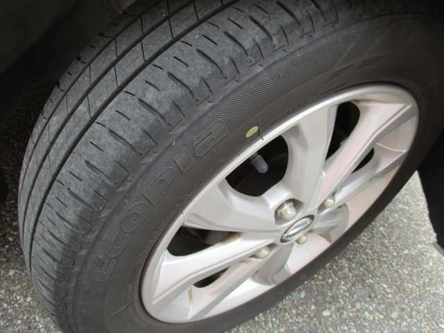 155/65R14のタイヤ装着です。タイヤは8分山です。しばらくは安心ですよね♪アルミホイール装着でさらにスタイリッシュです!やっぱり基本は足下から...ですよっ!さあ、出発です♪