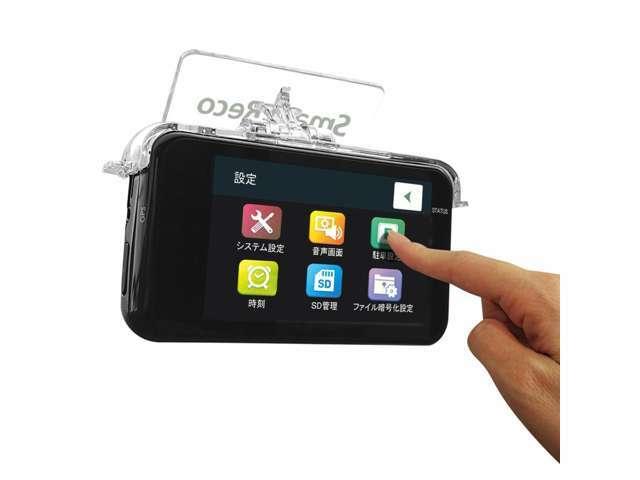 タッチパネルで本体での映像再生や、各種設定の変更が直感的に行えます。