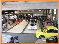 自社民間車検整備工場も完備!車検・修理・鈑金はもちろん、なんとメーカーのリコールまでも受け付けしています。困った時は是非