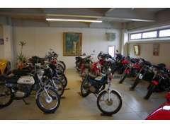 2階にあるバイクコーナー!!旧車から稀少車となんでも揃うラインナップ。