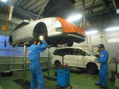 車検整備をはじめオイル交換、一般修理も出来る工場を併設していますので、メンテナンス・アフターもお任せ下さい。