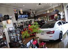 NEW'SCARSでは中古車販売はもちろん、お好みのパーツやタイヤホイール、足回りまで何でも取扱いしております!