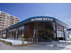 福岡市東区 国道3号線沿いにあるカスタムカーショップ「NEW'S」です。敷地面積800坪!駐車場も広いですよ~!