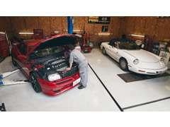 運輸局認証整備工場です。車検やメンテナンスなど、しっかりサポートさせていただきます。ご来店心よりお待ちしております。