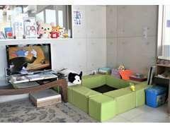 お子様用 TV・DVD・絵本・ぬり絵・折り紙・ブロック組立・おもちゃ・ぬいぐるみ・親御様のチェア完備(^^♪