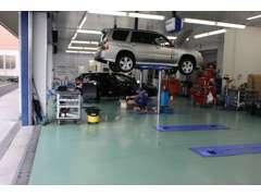 整備工場のある新車店舗と併設してますので、整備もOKです。もちろんお近くのスバルディーラーでのアフターメンテもOKです。