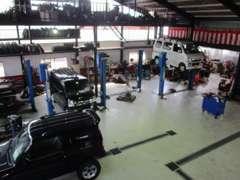 ★自社認証工場完備★1台1台丁寧に整備し、長く乗って頂けるように整備しています!鈑金、塗装ブースも完備しています♪