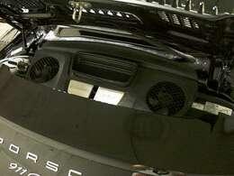 ●後期型3.0リットル、ツインターボの走りは爽快です。加速力・俊敏性に富んだボクサー6エンジンをご堪能ください。