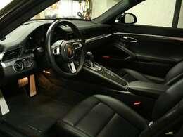 ●オプション豊富な希少車です。レザーの使用感も無く、大変きれいな逸品です。