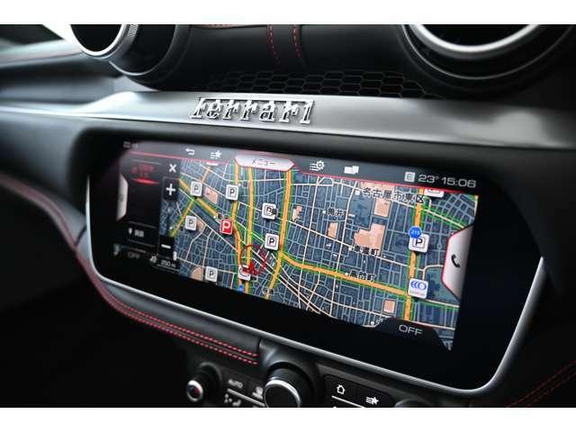 ナビゲーションシステムも搭載。モニターはドライバーの視線上に配置されています。