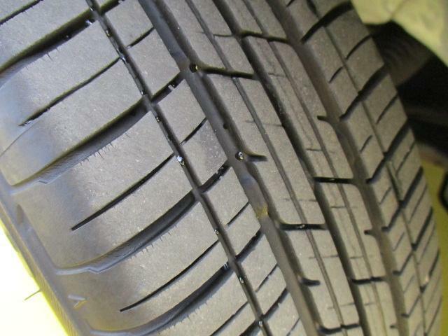タイヤの残り溝はこのようになっております☆