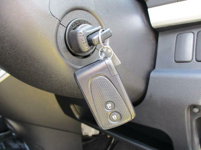 キーフリーシステム☆キーの差し込み操作なしにドアの施錠・解錠や、エンジンの始動が行えます☆