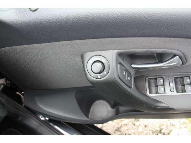 便利なオートエアコン付。温度を設定するだけで、自動で風向き、風量、暖かさを調節してくれます。