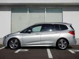 BMW Premium Selection 2年間走行距離無制限保証、安心もBMWクオリティ。BMWを熟知したメカニックによる100項目の納車前点検。交換基準に達した部品があれば、BMW純正部品だけを使用し整備した後にお引渡しします。