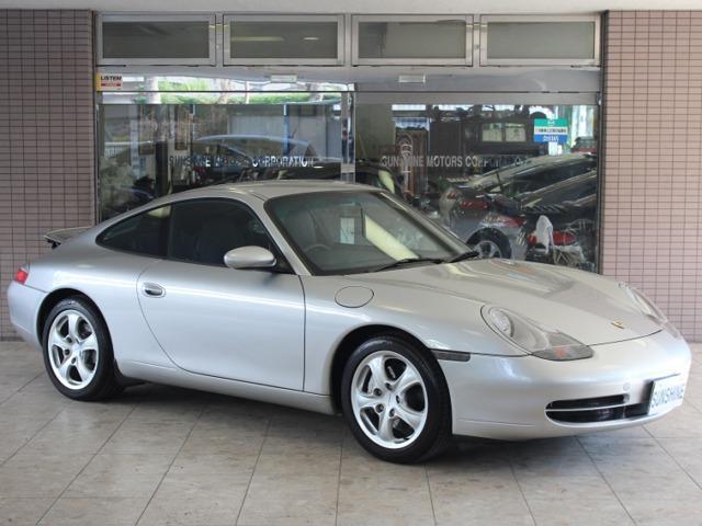この度は弊社在庫車輛をご覧頂きまして誠にありがとうございます。2001年ポルシェ996カレラ4(AWD)右ハンドルティプトロニックSが入庫しました。新車時メーカーオプション30万円相当付です。