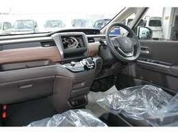 ブルーレイ搭載フルセグ地デジナビ&バックカメラ&ビルトインETC車載器&フロアマットを取り付け済みでお渡しです!Cパッケージ(シートヒーター等)付きはAプランで、別途 71,000円です^^