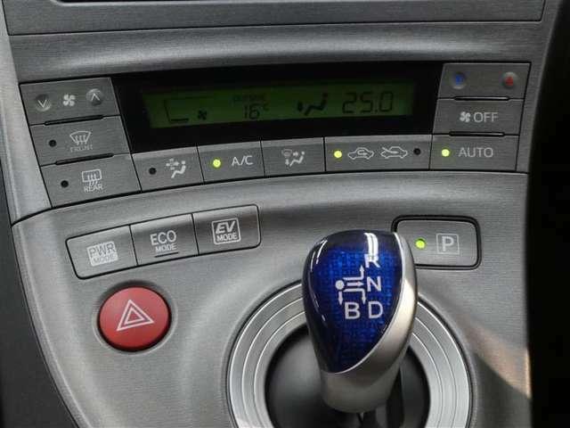 オートエアコン式なので、細かい温度調整が出来ます。