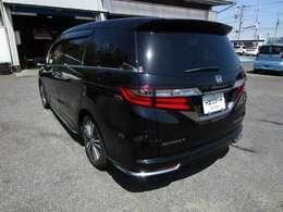 オデッセイの左リヤビュー UV&プライバシーガラスで、車内の紫外線&プライバシーをシャットアウト