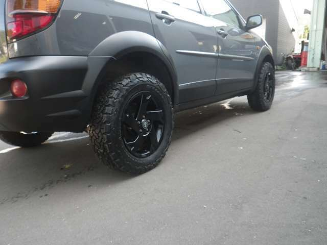 新品のBFグットリッチKO2入れました!ホイールも純正でブラック塗装しています。
