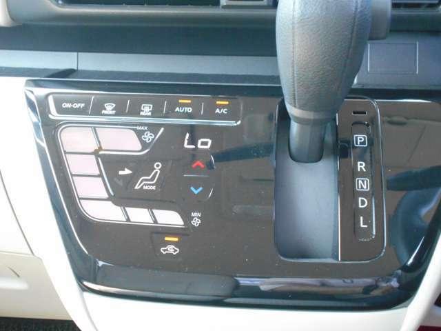 オートエアコンです!ボタンでの簡単な操作で室内を快適な温度にしてくれますので、夏場や冬場でも快適なドライブができます!
