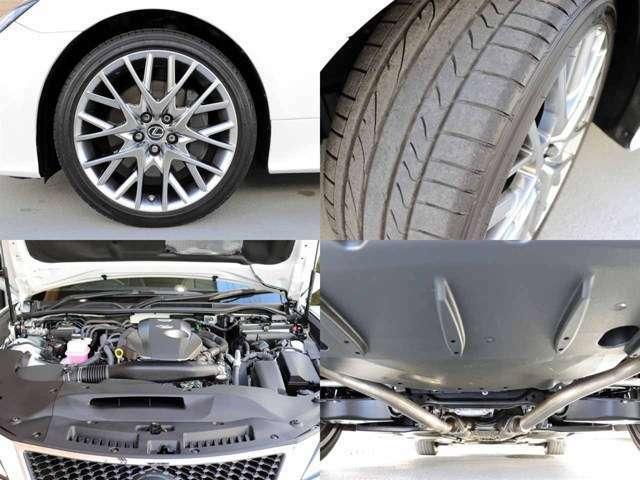 メーカーオプションの19インチAW付きです。タイヤの残り溝は8分山程です。下回りの状態も錆等なくきれいな状態です。