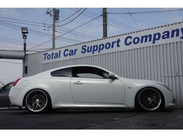 新品の全長調整式Kスポーツ製車高調を装着しております!!