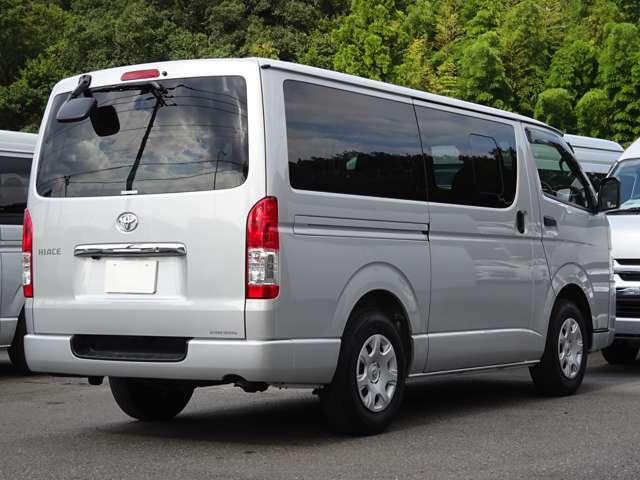 長さ:469cm/幅:169cm/高さ:198cm/最大積載量:1250[1050]kg/車両重量:1690kg/車両総重量:3105[3070]kg/燃料タンク:70リットル/カラーナンバー:1E7