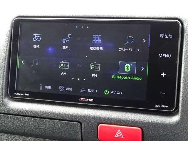 社外SDナビゲーション(AVN-R10W)が装備されています。DVDビデオ&CD再生+フルセグTV視聴が可能です。Bluetooth対応です。