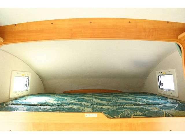 バンクベッドも広々です☆サイズは180cm×185cm(大人3名)になります♪