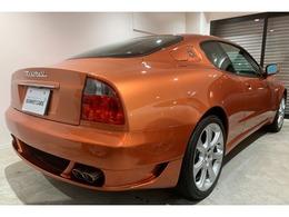 特別注文カラーのラメギブリは光の加減によっても変化する美しいボディカラーとなります。