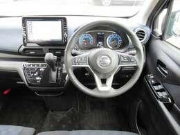 ガラスの面積が大きく見切りの良い運転席です♪