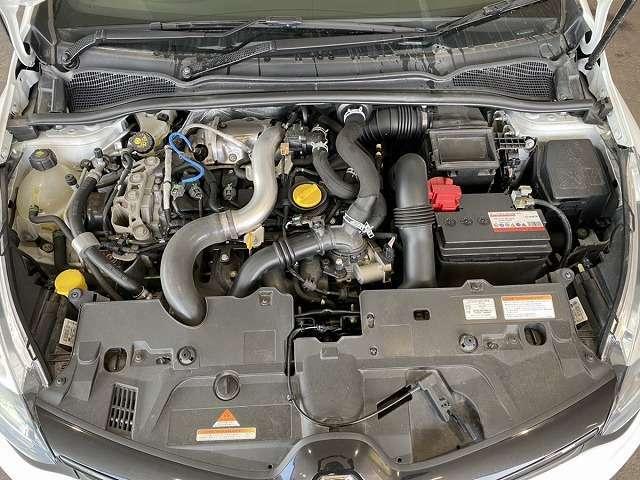エンジンルームの画像です。納車前にしっかり整備して、車検受けてお渡し致します。