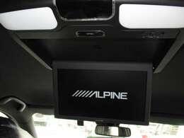 後部座席には希少なアルパイン製のリヤエンターテイメントシステムが装着されています。長距離ドライブなどで、お子様などが退屈しないようにTVやDVDの映像を映すことが出来る優れものです★☆★☆★