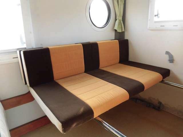 サードシートは横向きにもアレンジできます