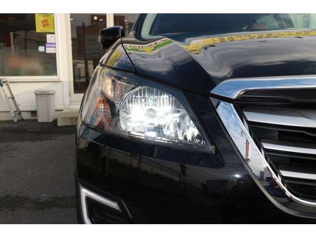 夜間のドライブにも明るく安全に貢献するディスチャージヘッドライトです。