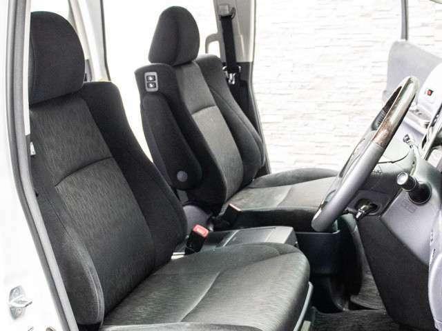 パワーシート装備!シート上下やチルトなど、シート位置の微調整が電動で可能となります!