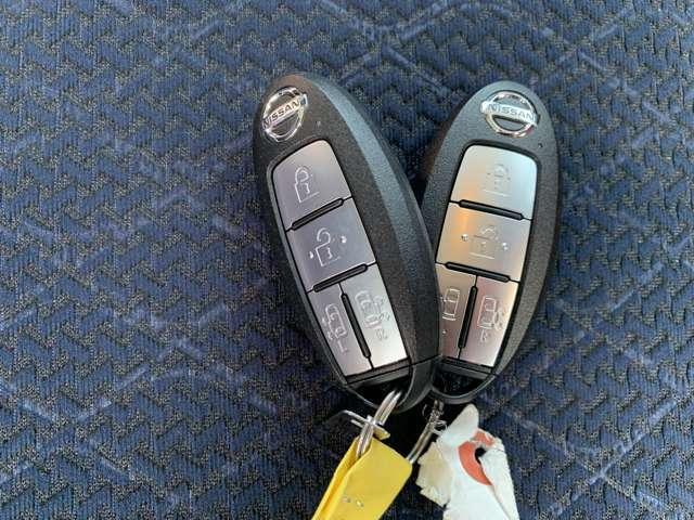 インテリジェントキーなのでカバンやポケットに入れたままでもドアロックの開閉やエンジンの始動も可能ですよ