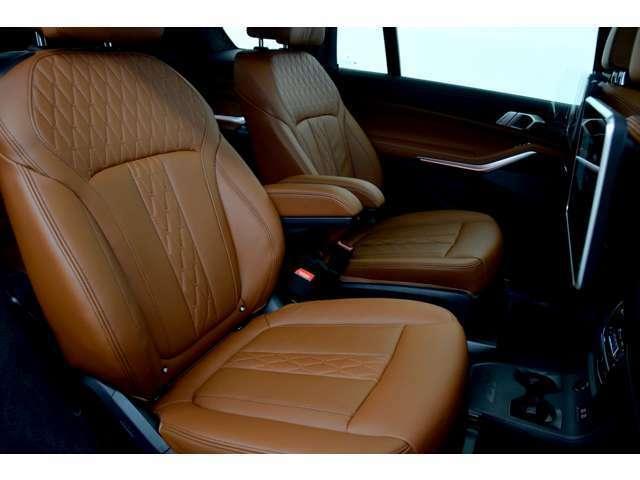 価格の安さには秘密があります。当社の車両は前オーナー様が乗っていた車を直接買取した車を主に販売しております。