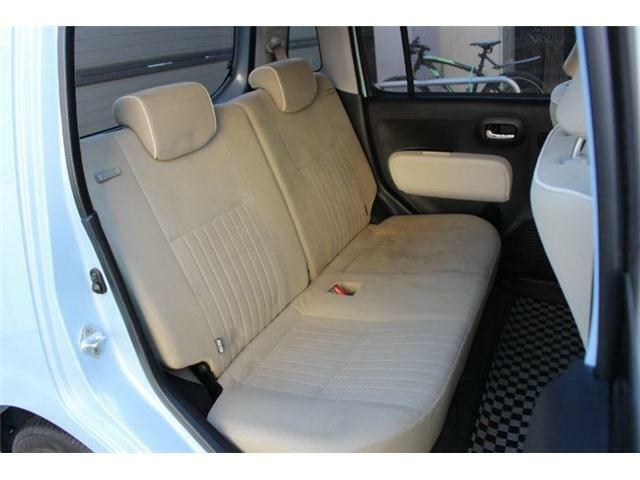 チャイルドシートのあとなども無く、後部座席の使用感も少なめです!