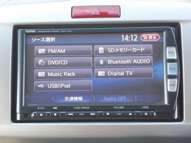 純正メモリーナビ(VXM-122VF)です。DVD/CD再生のほかにもフルセグTV、ミュージックサーバー、Bluetooth連携機能も装備されとっても便利です!