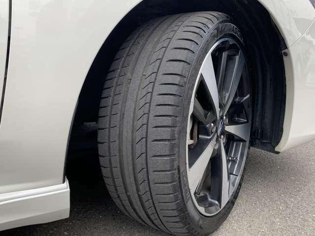 純正18インチアルミホイール!タイヤの溝は5分山はあります!サイズは225/40R18です!