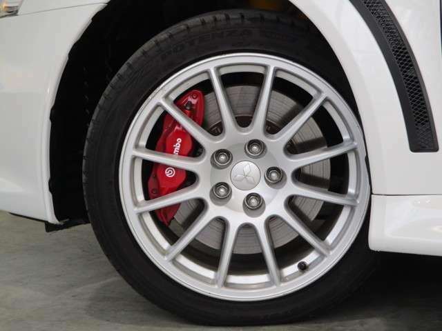 純正18インチアルミホイール タイヤサイズ245/40R18
