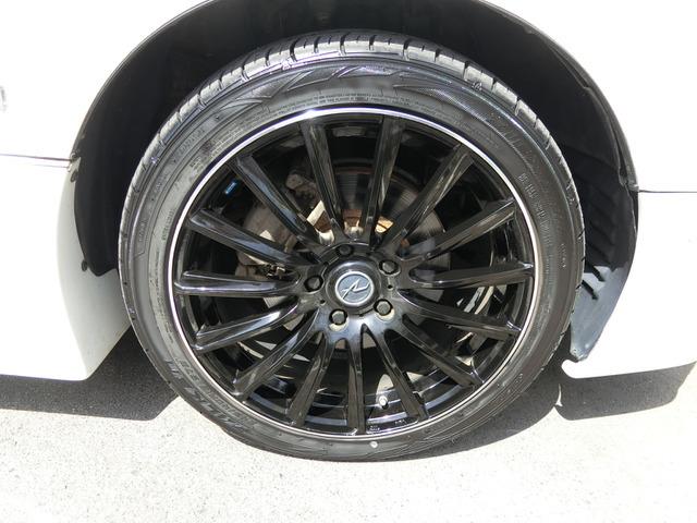 外品18インチAWですこのお車によく似合っていますねタイヤは4分山くらいです。