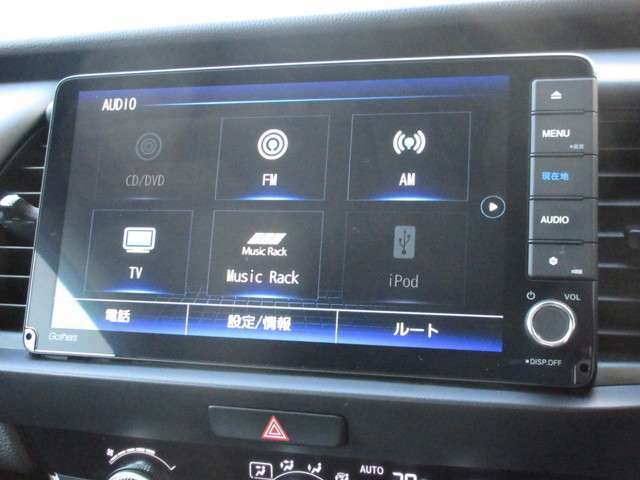 ギャザズ9インチメモリーナビ(VXU-205FTi)を装着しております。AM、FM、CD、DVD再生、Bluetooth、音楽録音再生、フルセグTVがご使用いただけます。初めて訪れた場所でも道に迷わず安心ですね!
