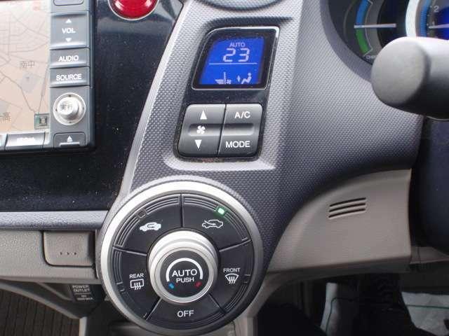 フルオートエアコン付き☆温度管理もバッチリです。