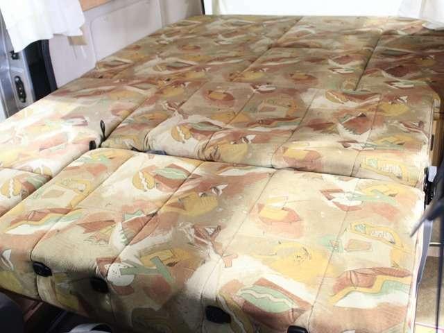 ベッド寸法は約133cmX202cm(大人2名)になります。