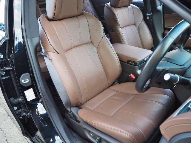 安心感と疲労軽減に寄与するホールド性の良さスポーティー プレミアムシート(運転席/助手席)