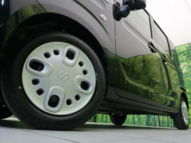 ●純正14インチホイールキャップ装備。各種アルミホイール+タイヤもお取扱いございますのでご検討の方はスタッフまでご相談ください。